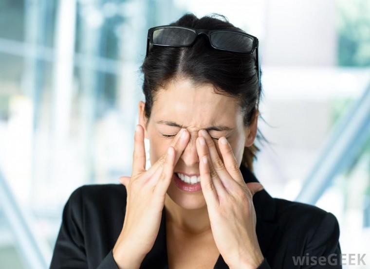 Темнеет в глазах и болит голова