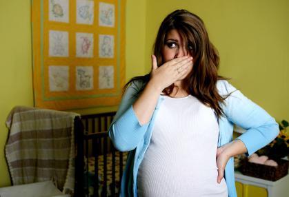 Может тошнить на второй день после зачатия. Когда начинает тошнить после зачатия ребенка? Сроки появления раннего токсикоза